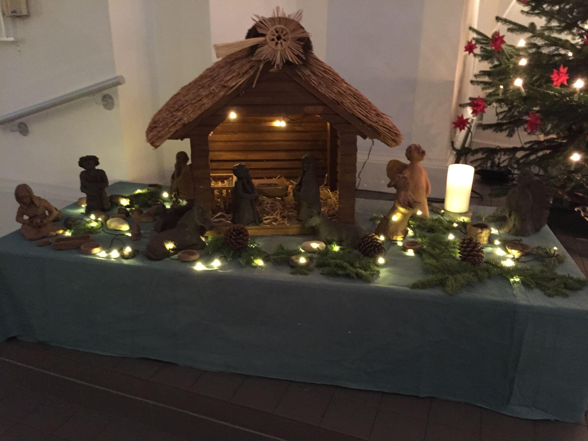 Frohe und gesegnete Weihnachten wünscht Ihnen Ihre Kirchengemeinde ...